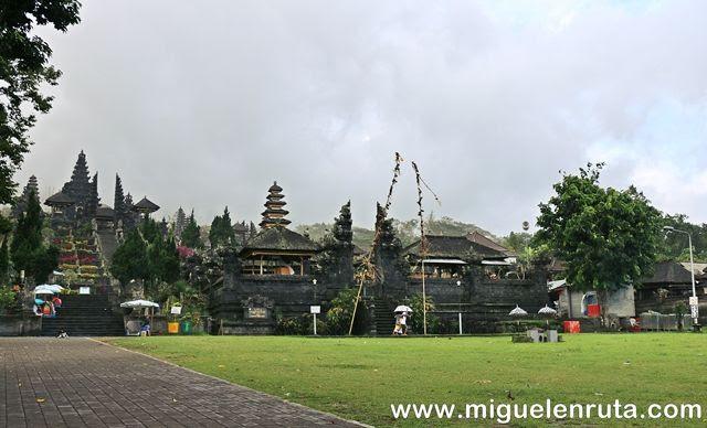 Visita-Pura-Besakih-Ven-a-Bali