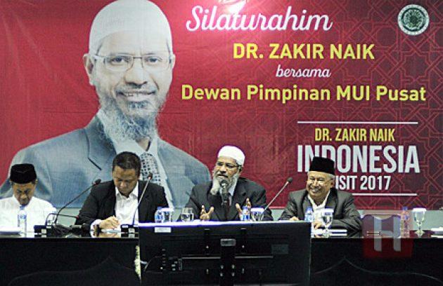 Zakir Naik Diminta Seorang Atheis Buktikan Keberadaan Tuhan, Sang Penanya Justru Diberi Ucapan Selamat dan Jawaban Mengagetkan
