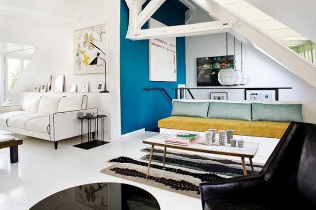 Salon sous comble décoré par architecte d'intérieur
