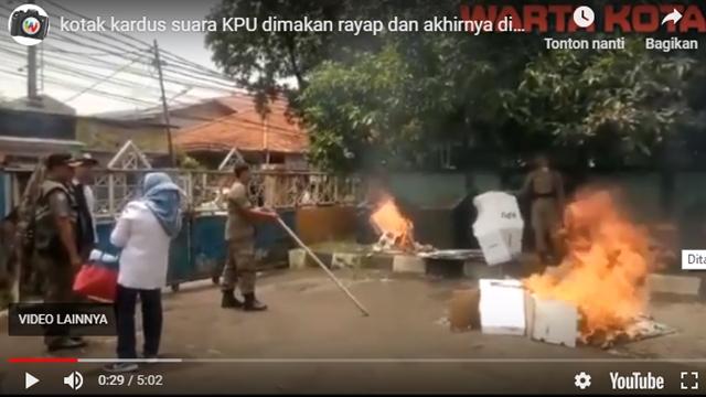 kardus kotak suara dibakar