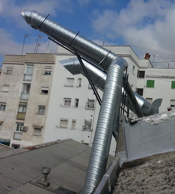 foto conductos de chimeneas en tejado de madrid