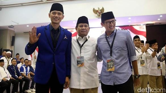 Saat AHY Sigap Betulkan Nametag Prabowo di Pendaftaran Capres
