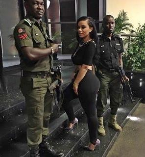Police officer booty latina deepthroats on