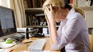 mulher desanimada mercado de trabalho carreira