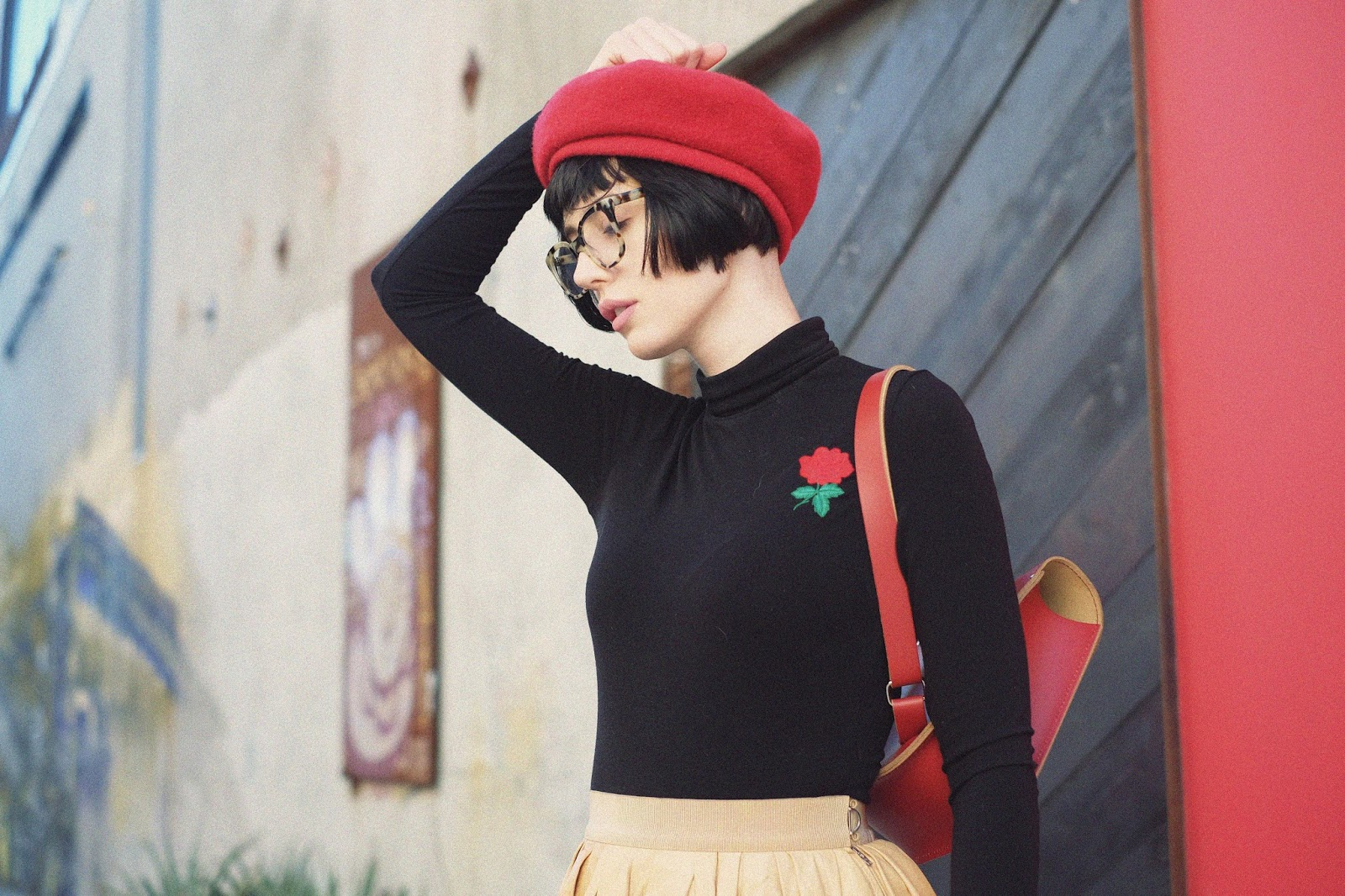 Short hair / red beret /