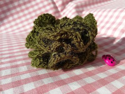 Tutorial flor modelo Dhyva en tardesconalma.blogspot.com encontrarás recetas, diy y mucho más.