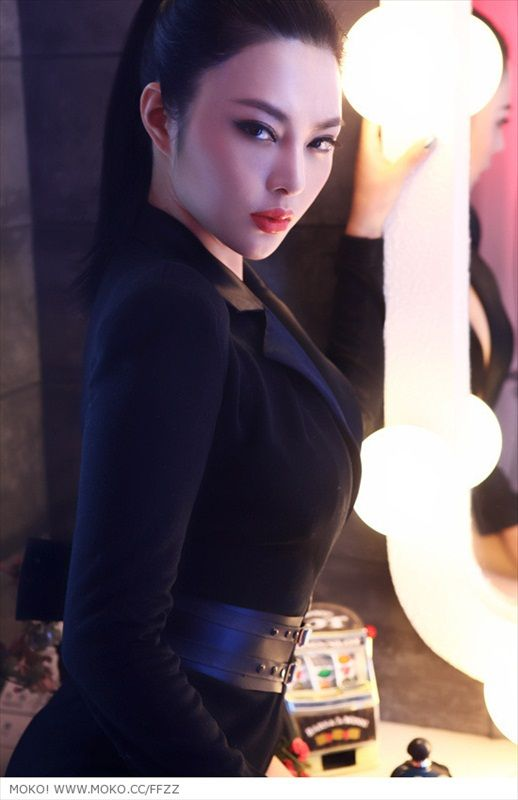 Picture Hot Girl Asia - USA: Min Soo Ah Seoul Motor Show 2011 -p3