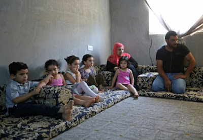 En Jordanie, une ONG rénove des logements et installe des réfugiés dans - CONDITIONS DE VIE... a10