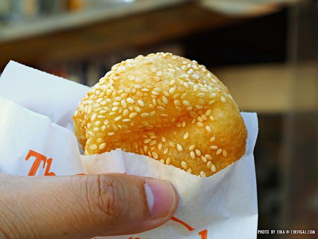 IMG 3556 - 台中南屯│馬祖蔥油餅。銅板散步美食推薦。還有雙胞胎、芝麻球和甜甜圈等古早味點心唷