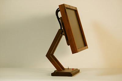 Monitor con marco de madera
