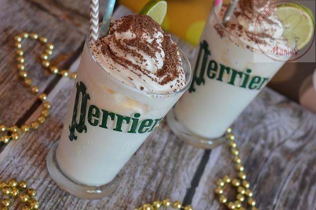 Sylwestrowy drink kokosowy z lodami i bitą śmietaną