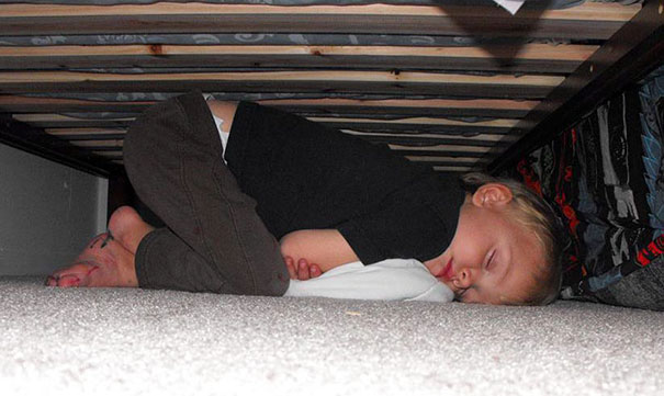 15+ Hilarious Pics That Prove Kids Can Sleep Anywhere - Napping Under The Bed