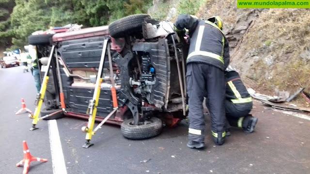 Un vehículo volcó ayer a la salida del túnel viejo de La Cumbre