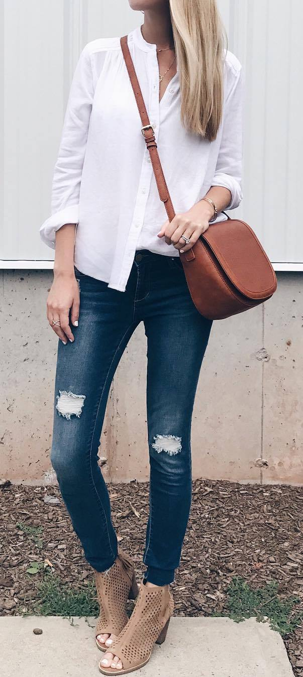 casual outfit : white shirt + bag + ripped jeans