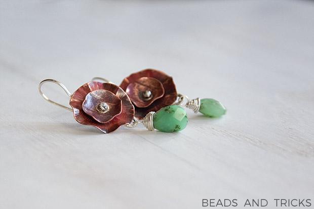 Orecchini a fiore in rame, argento e crisoprasio