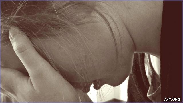 khóc nghẹn ngào vì tình tan vỡ
