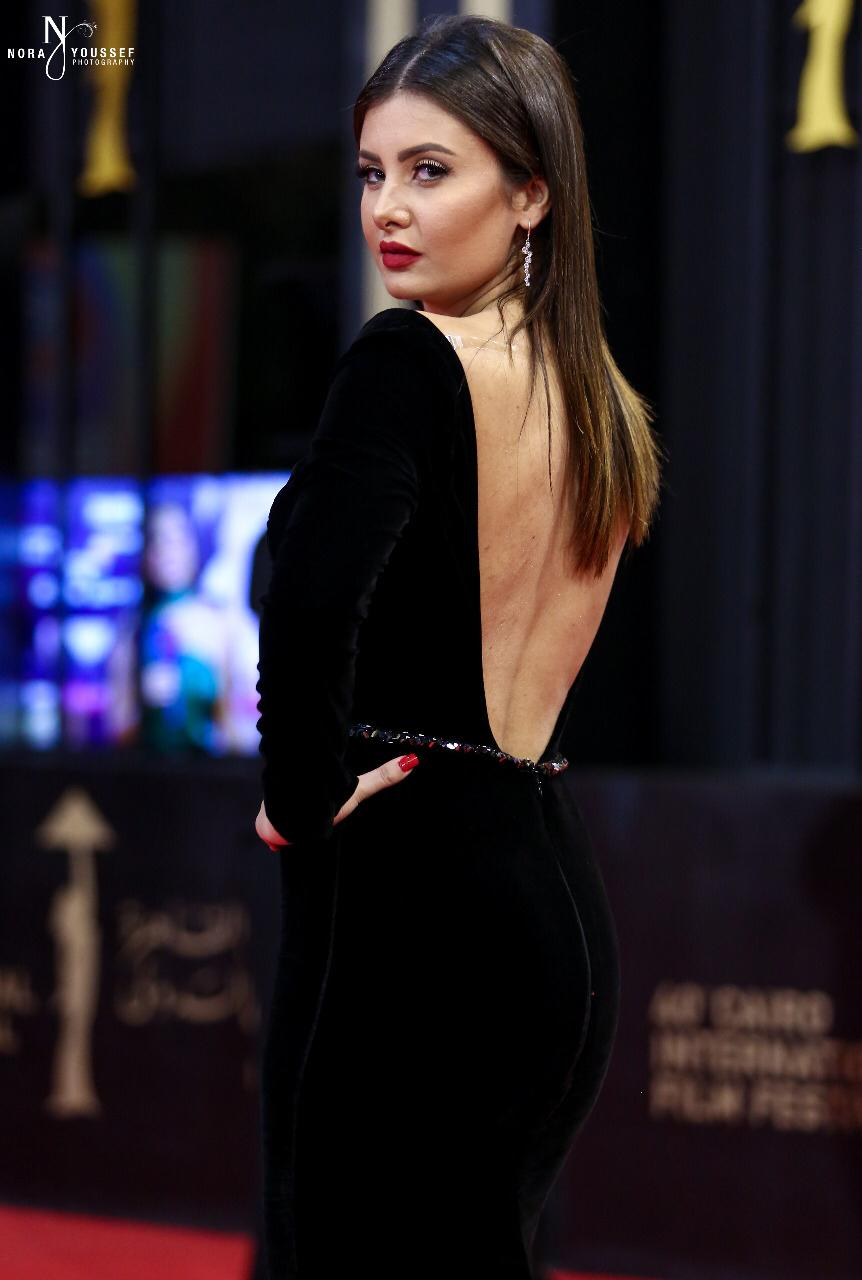 التونسیة رشا بن معاویة صاحبة الإطلالة الأجمل بمھرجان القاھرة