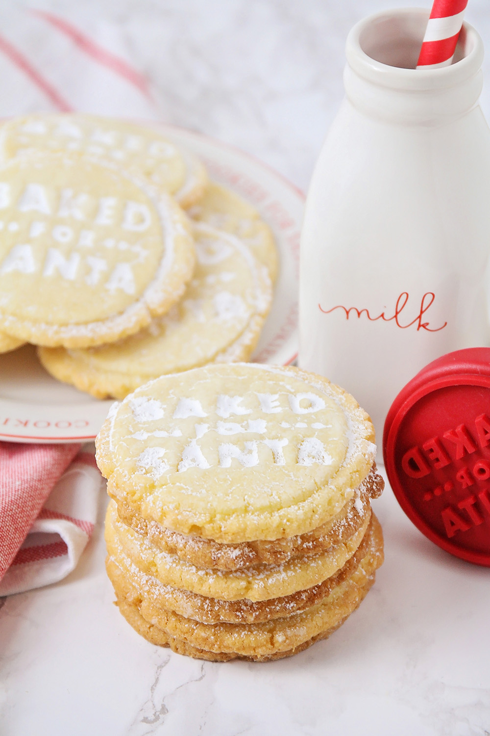 These crisp and buttery vanilla almond shortbread cookies are so adorable, and so delicious!