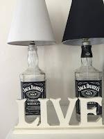 lamparas con una botella de jack daniels reciclada
