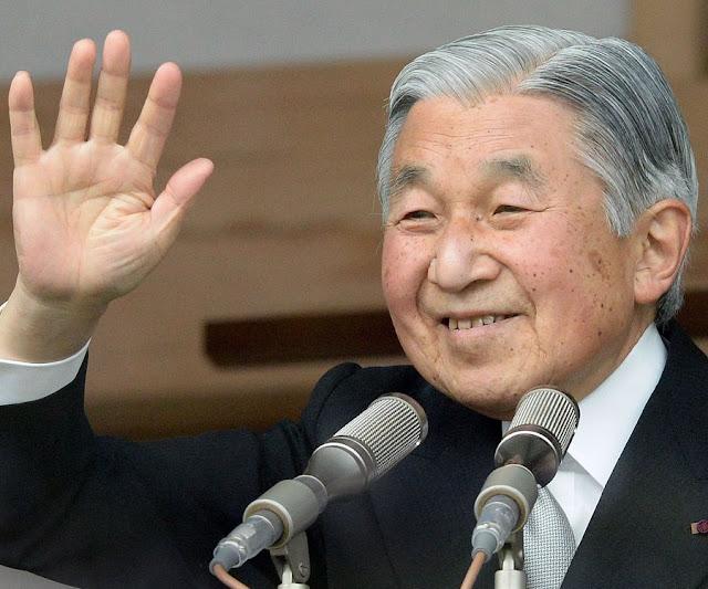 Esses dias foi aprovado uma nota que permite ao imperador Akihito entregar o trono a Naruhito, seu filho.