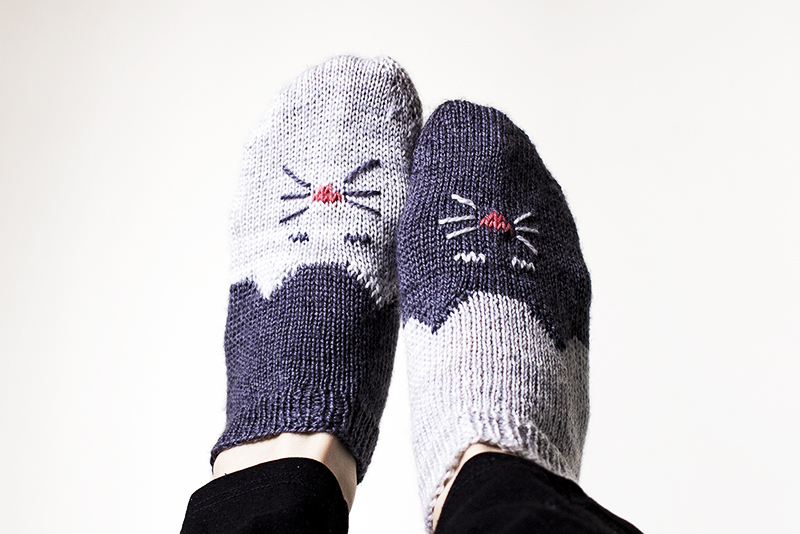 handknit, knit socks, cat socks, knitting, Lumière & Lens