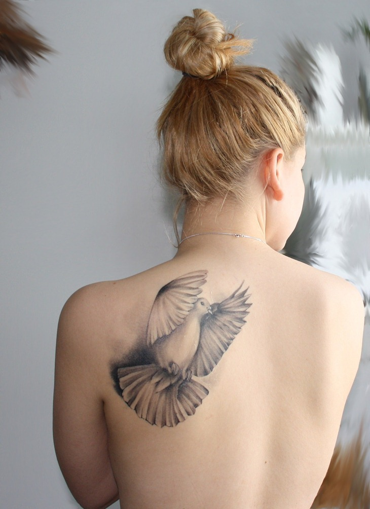 9. Back Shoulder - 20 Best Places for Women 💁🏻🙌🏻💪🏾 🏼👄to ... |For Women Best Tattoo Placement