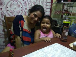 Jugando con mi hija Alexandra entre consulta y consulta