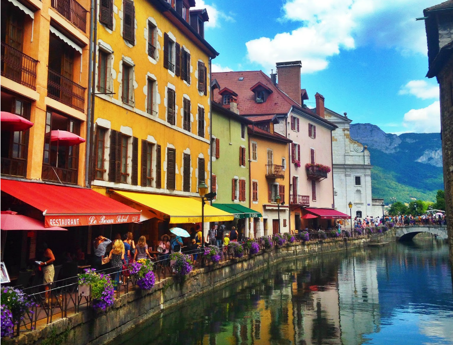 http://www.theblondeandbrowngirl.com/2015/07/one-day-in-annecy.html