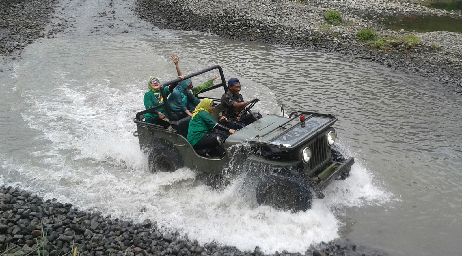 Wisata Air Kali Kuning naik JIp di Gunung Merapi