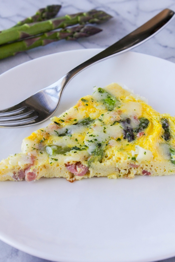 his beautiful Asparagus and Pancetta Frittata recipe is so simple to make! Ready in less than 30 minutes, this dish is perfect for Mother's Day brunch!