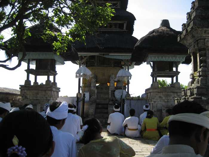 Prayer to Uluwatu Temple Bali
