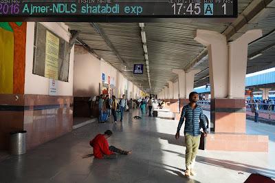 Keadaan stasiun kereta di Jaipur