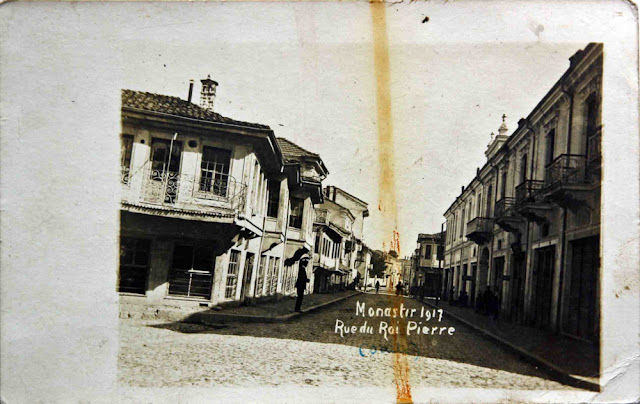 Sirok Sokak – The Main Street in Bitola in 1917 - (then - Street King Peter). On the right of the photograph is today's square Goce Delchev (Photo: René Brisset)