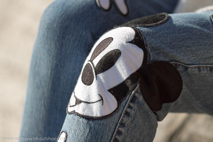 Pantalones vaqueros con parches bordados- Mom fit