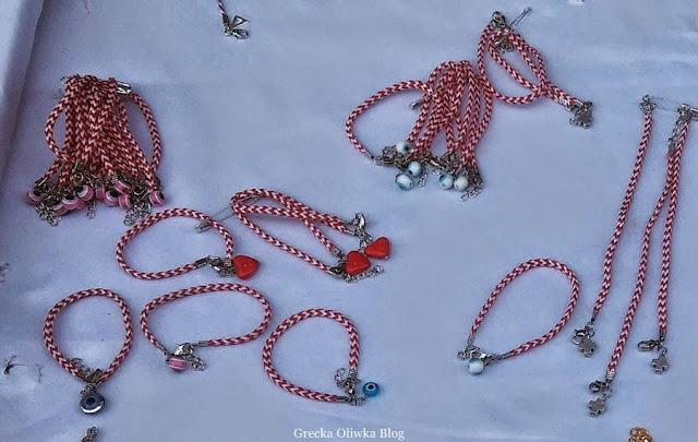 greckie plecionki w kolorze biało-czerwonym z niebieskim okiem