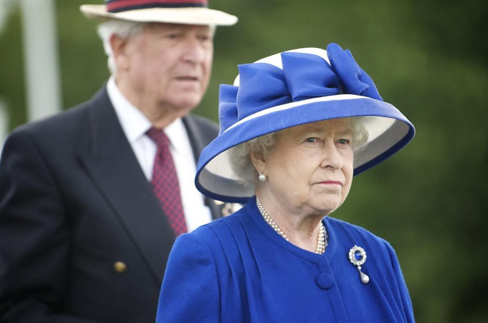 Η βασίλισσα είναι πάνω από το νόμο