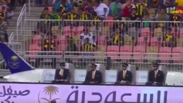 Kocak atau Konyol? Final Liga Arab Ditonton Langsung dari 'Pesawat'