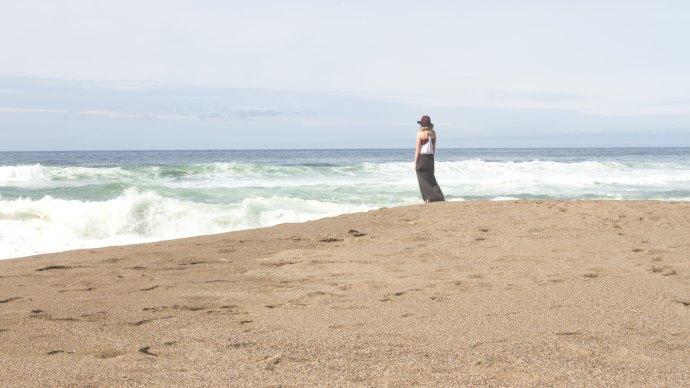 Wallpaper: Ocean Waves. Beach. Lady