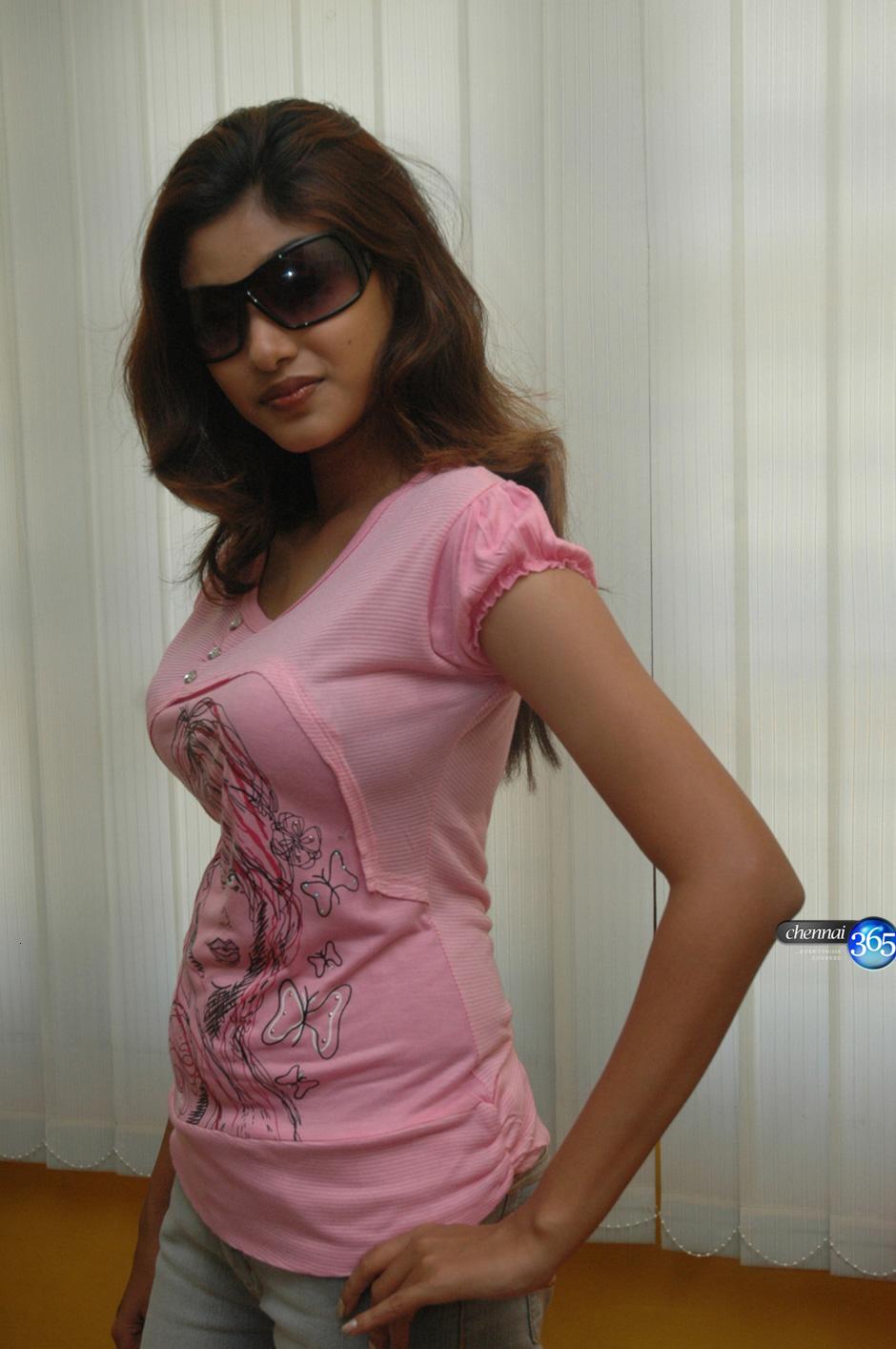 Indian Actress Kalavani Tamil Actress Oviya Boobs Press -2082