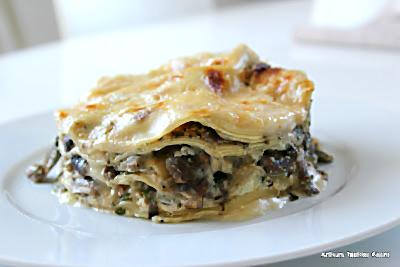 Pilz-Käse-Lasagne von Yotam Ottolenghi, angerichtet | Arthurs Tochter Kocht von Astrid Paul. Der Blog für Food, Wine, Travel & Love