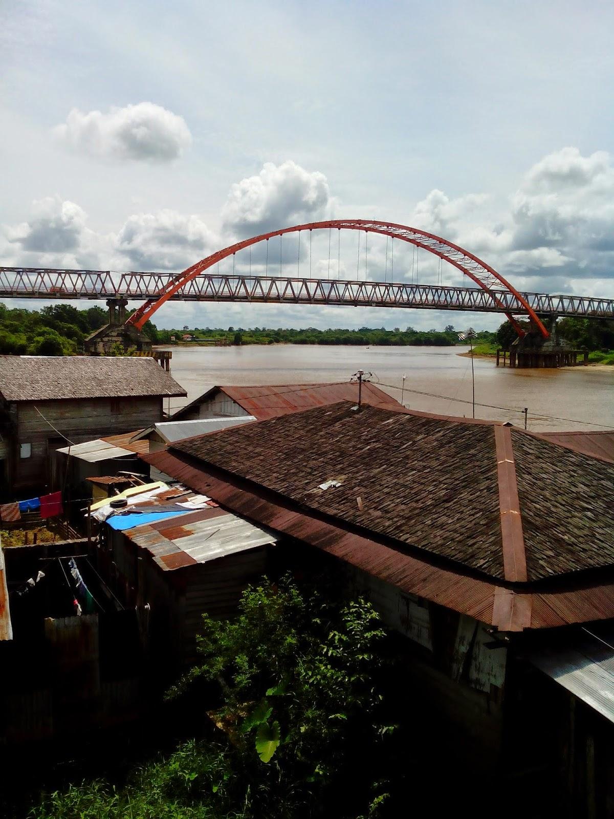 view jembatan kahayan dari tugu soekarno