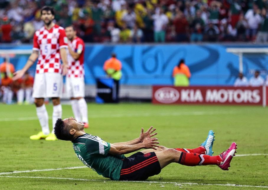 Mexico's Oribe Peralta reacts after missing a chance during the group A World Cup soccer match between Croatia and Mexico at the Arena Pernambuco in Recife, Brazil, Monday, June 23, 2014.