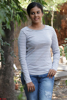 Actress Chandini in ed Tight Top at Ennodu Yilayadu tamil movie press meet ~  40.jpg