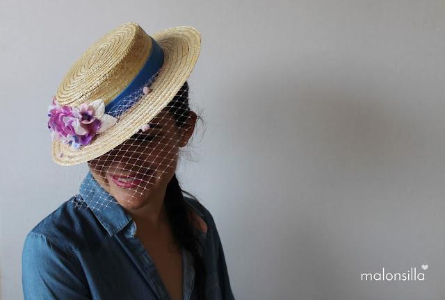 Chica posando con sombrero de paja Baleares