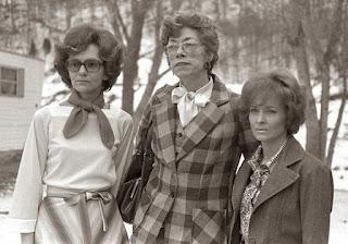 Mona Stafford, Louise Smith e Eliane Thomas
