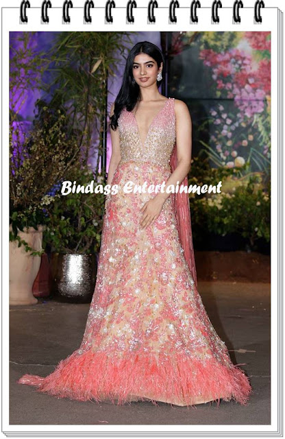 Khushi Kapoor-at-Sonam-Kapoor-marriage-and-reception-party