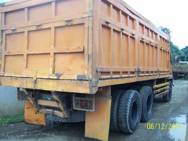 dump truk pasir tronton besar