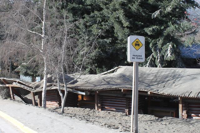 Cinzas vulcânicas, no centro de Villa la Angostura, em 2011