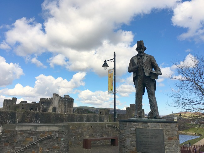 Caerphilly-Castle-Tommy-Cooper-statue-outside-castle