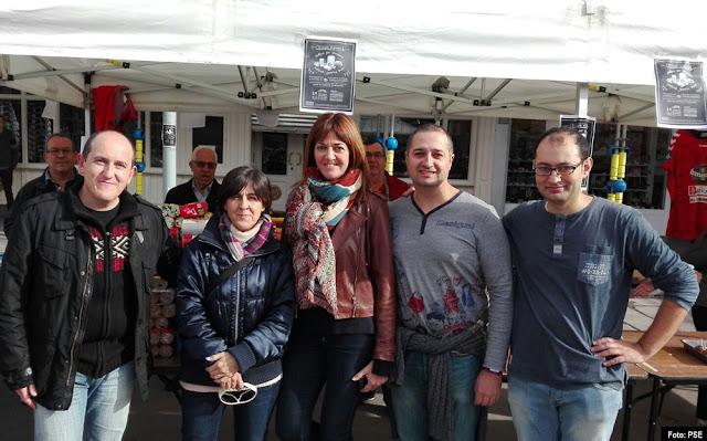 Idoia Mendía apoya al PSE de Cruces en su campaña de recogida de alimentos para niños